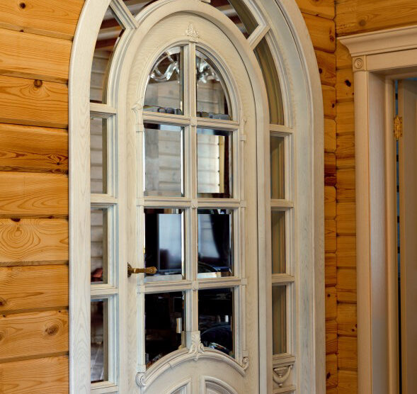 Арочная дверь в зал из дуба