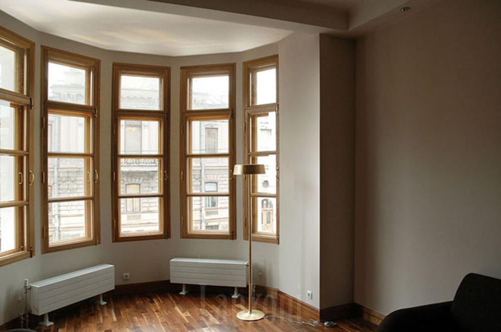 Деревянные окна для отеля