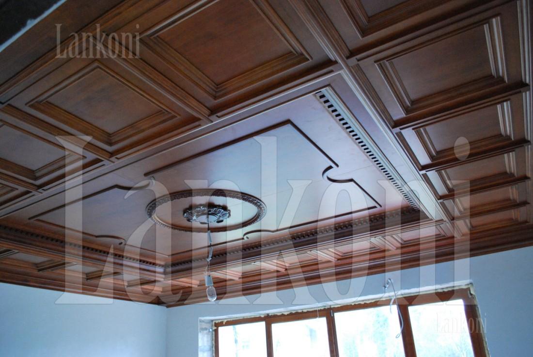 Деревянный кессонный потолок из вишни