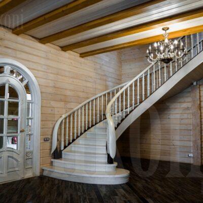 Эксклюзивные лестницы из массива дерева