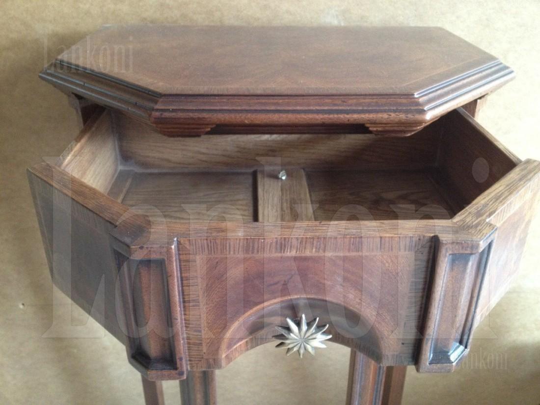 Мебель из красного дерева.
