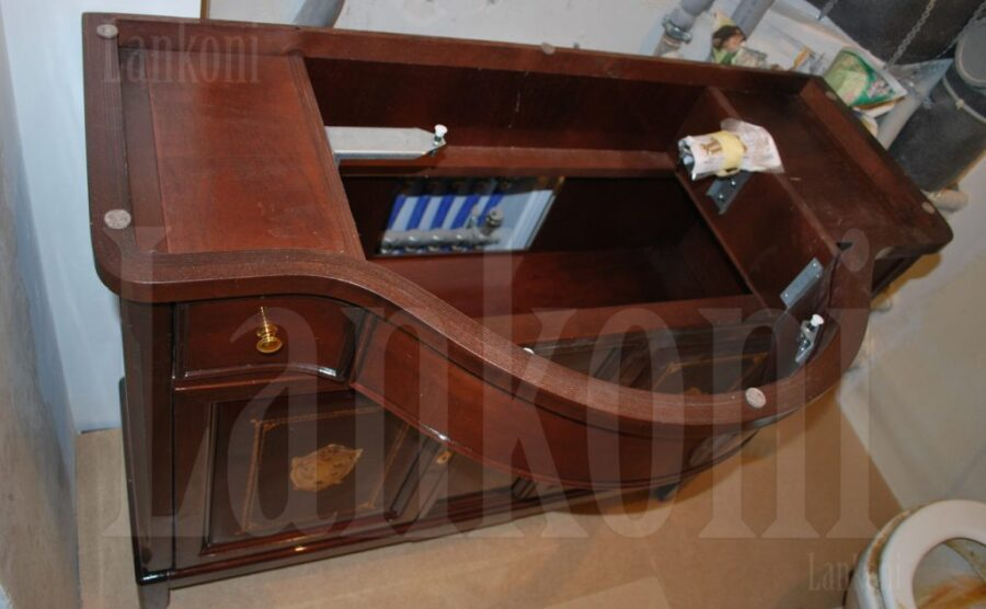 Мебель в санузел и потолок из бука