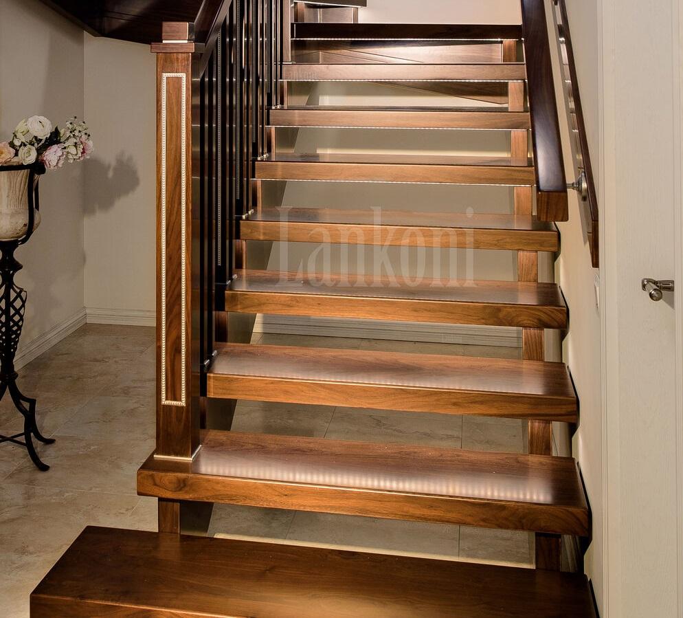 Ореховая лестница